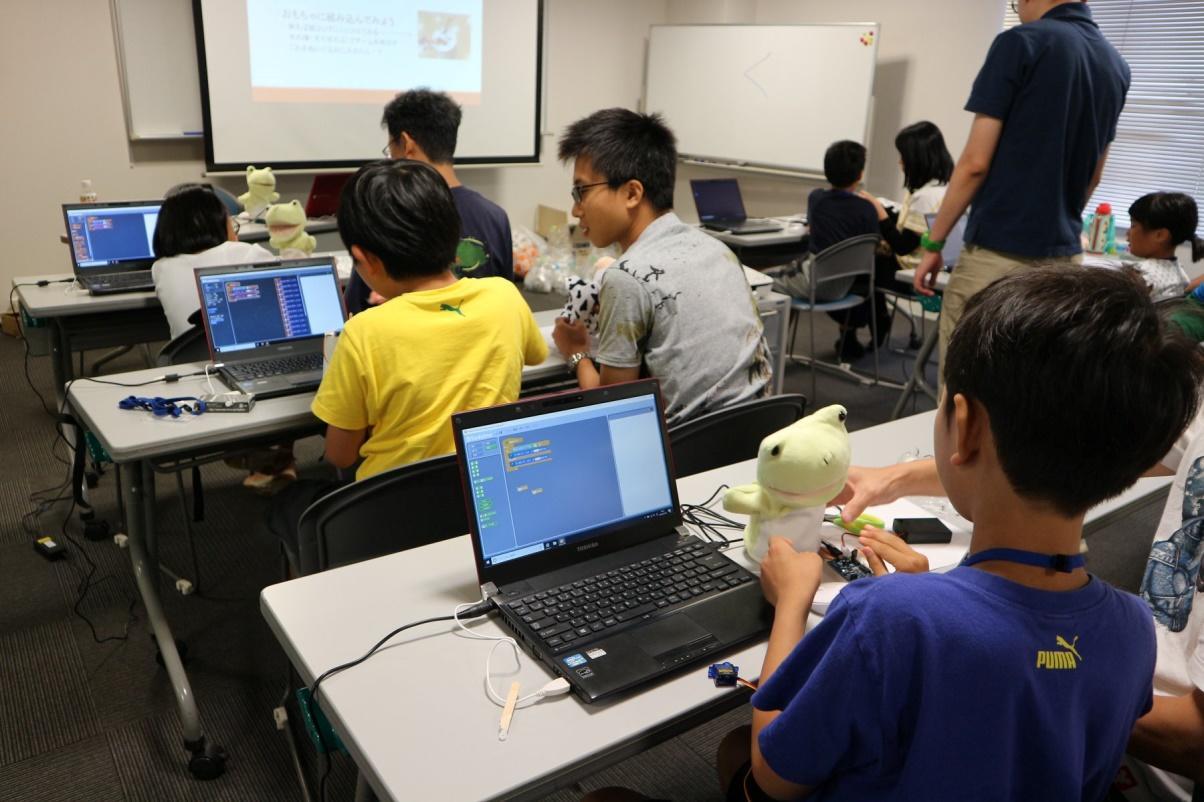 令和2年度より小学校でプログラミングが必修化。情報工学科 河並研究室が産学共同で教材開発等開始。石川発「未来のトップクリエイター」誕生を目指す。