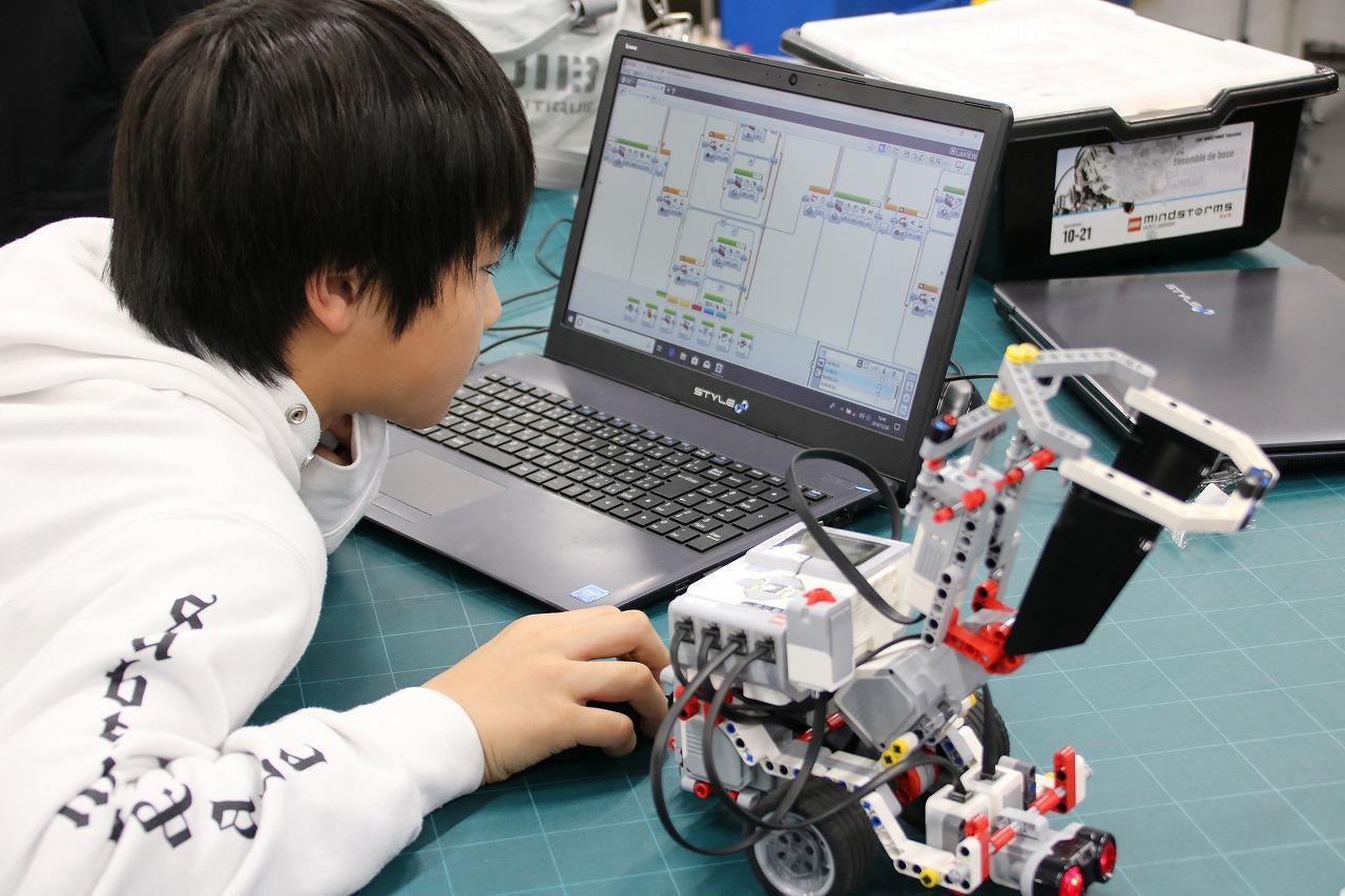 情報科学部とロボティクス&デザイン工学部が学部の特色を生かしたプログラミングワークショップを開催 -- 大阪工業大学