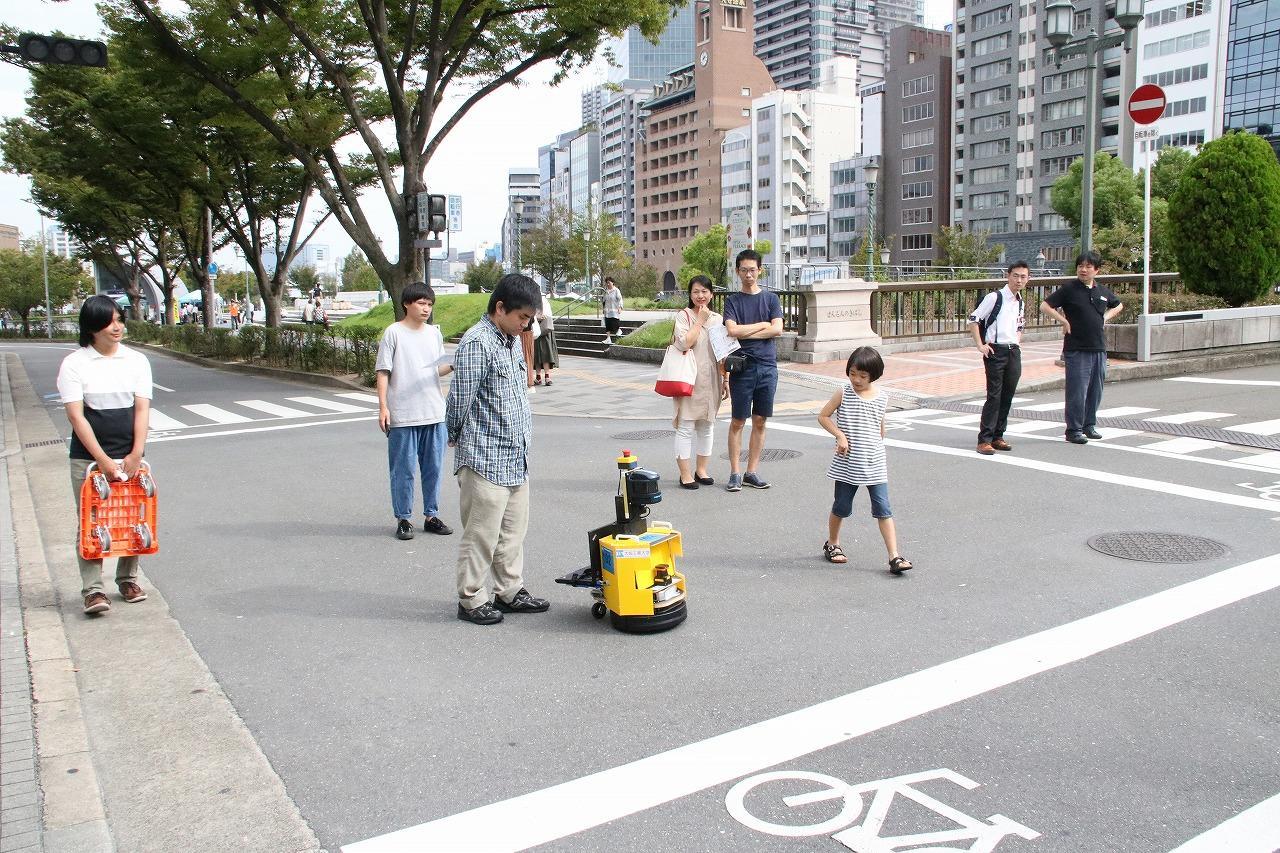 移動ロボットの屋外自動走行実験「中之島チャレンジ」を企画・実施 -- 大阪工業大学