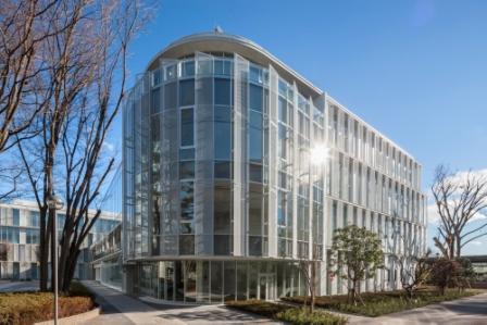 東京経済大学の新図書館が4月にオープン――共同研究など、学生が利用しやすい空間に。エコにも配慮した国土交通省「住宅・建築物 省CO2先導事業」