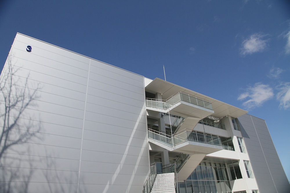 神奈川大学横浜キャンパスに新棟(3号館)が完成――最先端のエネルギー対策・耐震対策を施した環境配慮型エコキャンパスが誕生