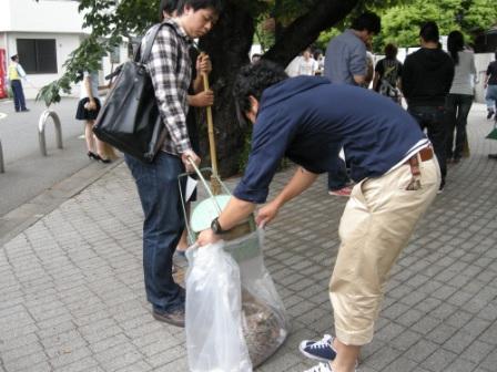 ゴミゼロ(530)とマナー向上をめざして学生とキャンペーンを展開――東京経済大学