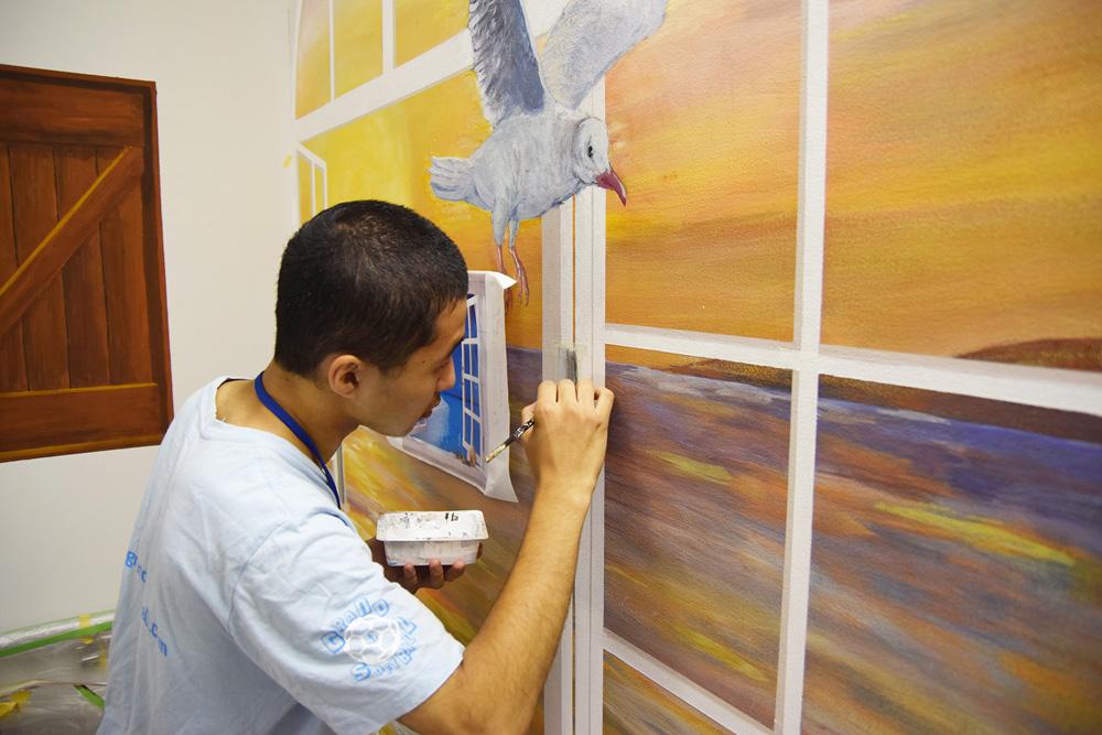 患者さんに心地よい空間を――昭和大学藤が丘リハビリテーション病院の階段室に壁画が誕生