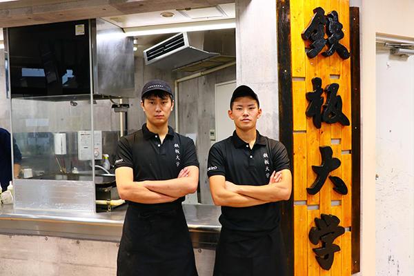 千葉商科大学 学生ベンチャー食堂 新店舗「鉄板大学」10/18オープン!! 鉄板を使用したライブキッチン。大学や地域のPRにも貢献するB級グルメ専門店