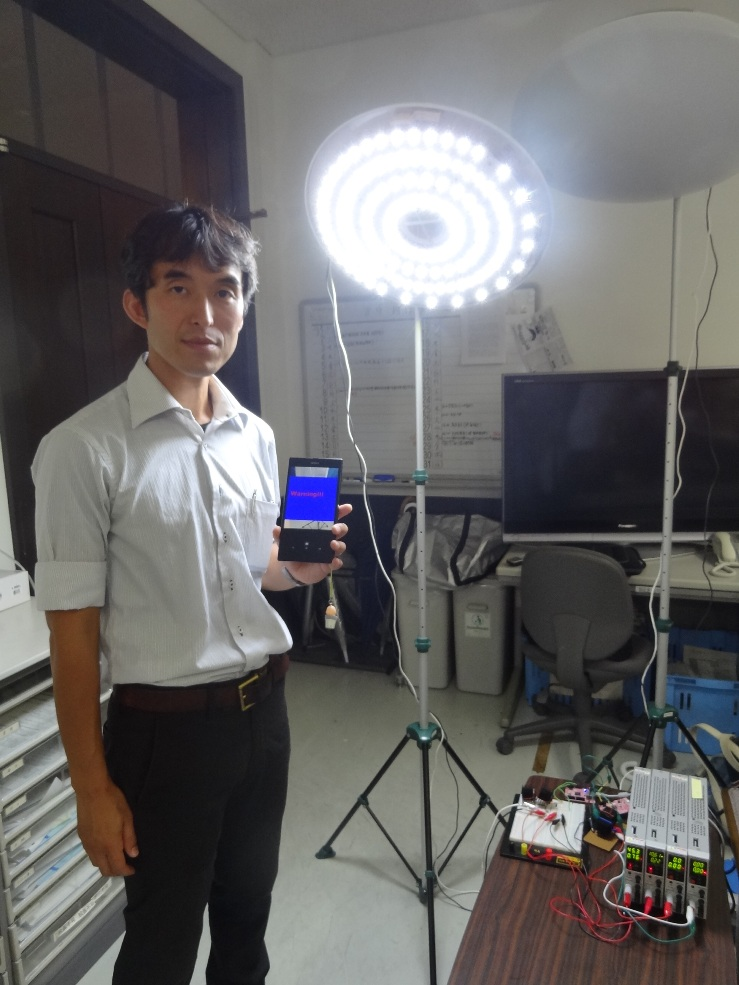 LED照明とスマホカメラの連携による盗撮防止システムを開発 ~駅や電車などの公共空間を制御し、スマホ等による盗撮被害を防ぐ~立命館大学