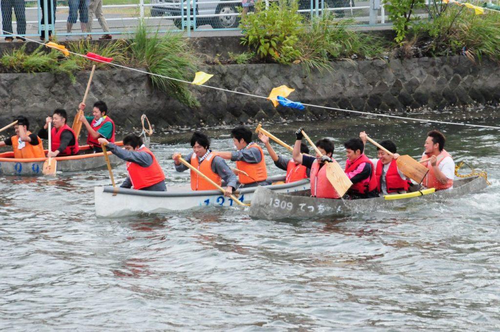 コンクリートでつくったカヌーで全長600mのレースを開催――9月26日、関東学院大学で