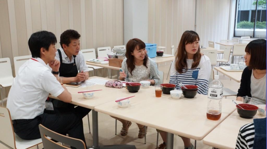"""""""ソーシャルマーケティング""""を学ぶ学生らが、途上国の子供たちに学校給食を寄付する取り組み「TABLE FOR TWOプログラム」を実施――東京経済大学"""