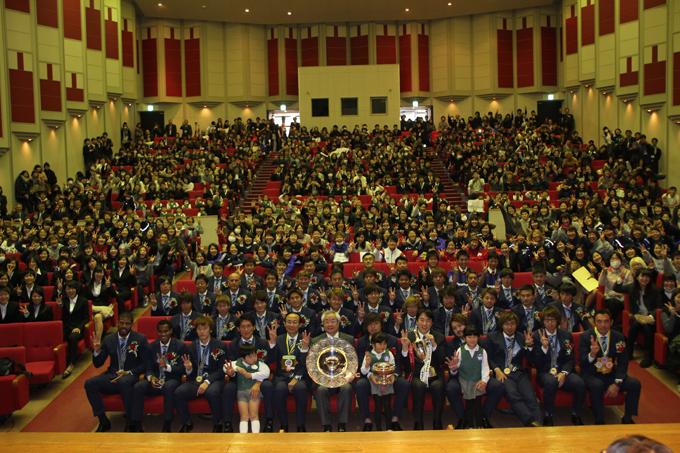 ガンバ大阪が天皇杯を制してトレブル(3冠)達成、大阪国際大学へ優勝報告――3冠達成は国内J1リーグでは14年ぶりの快挙