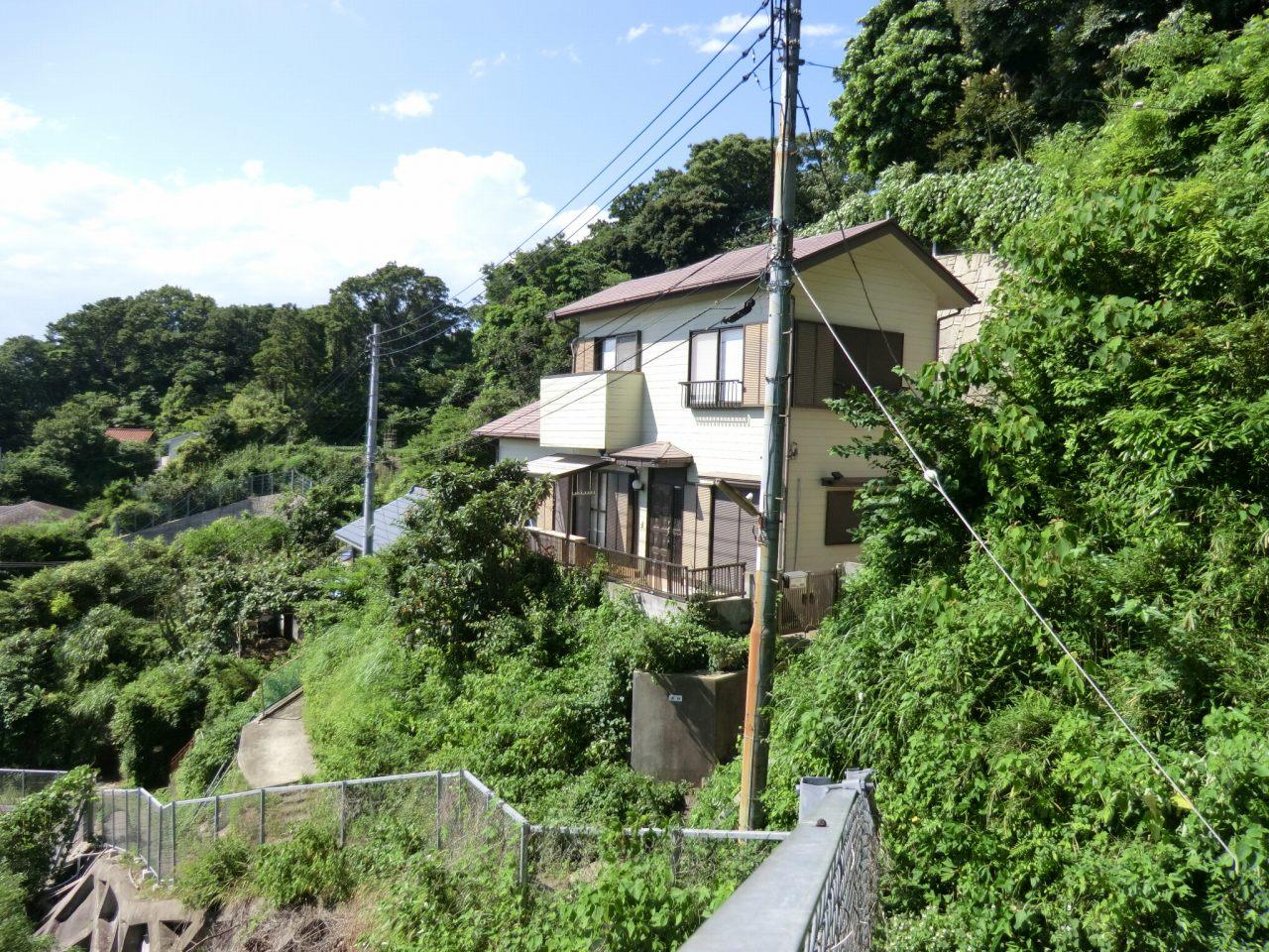追浜 谷戸・空き家プロジェクトが始動 ――横須賀・谷戸地域の住宅リノベーションに関東学院大学の学生が挑戦。シェアハウスとして活用するとともに、地元NPO団体など共同で地域の活性化にも取り組む