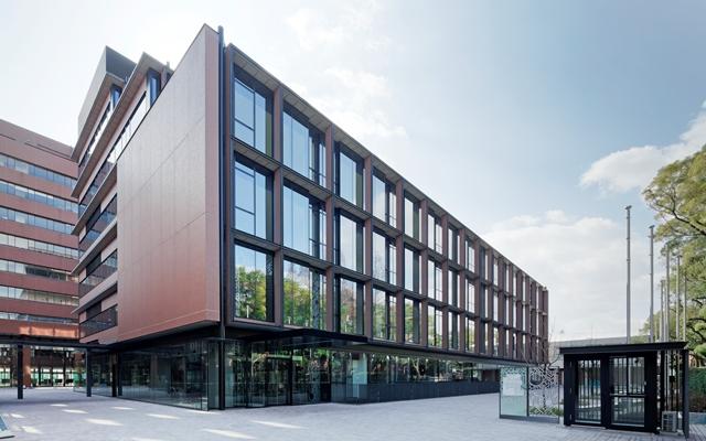 大阪国際大学守口キャンパスの新しい顔・新1号館が完成し、13日に竣工式