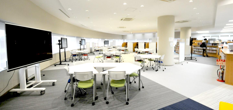 法政大学市ケ谷キャンパスに新たにアクティブ・ラーニングのための空間「ピア・ラーニング・スペース」が開設 -- 大型モニターやPCのほか、アクティブラーニングのためのツールが自由に利用可能