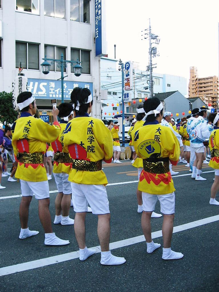 本場・徳島の阿波踊りに、大学生・卒業生有志で結成する「大阪学院大学連」が参加――大阪学院大学