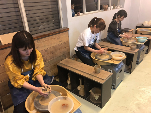 神奈川大学×平塚あきんど塾の連携事業報告会を開催、学生がPRシート制作と改善を提案した