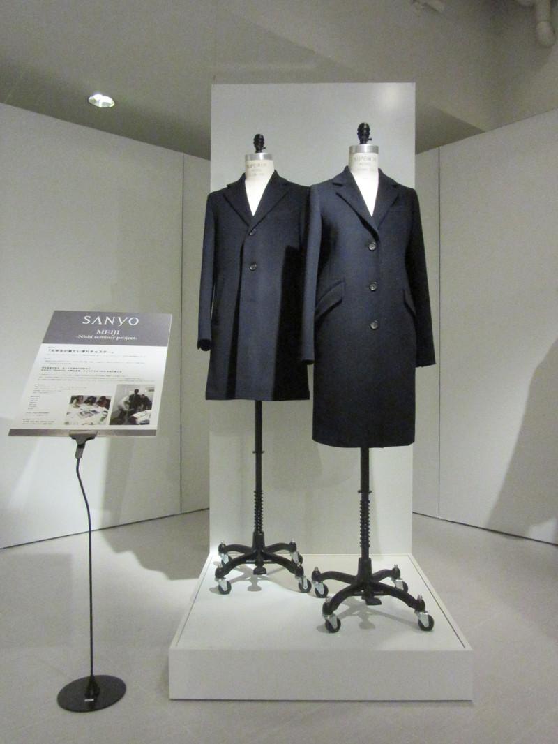 明大生が共同で開発したチェスターコートを披露「MEIJI+SANYO 100通りのコート試着会」を11月1日~2日に和泉キャンパスで実施 -- 明治大学