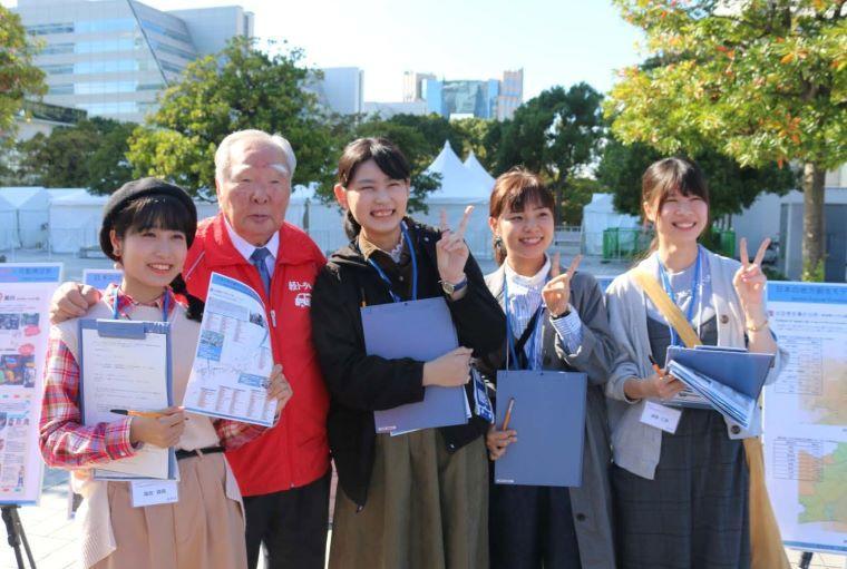 愛知大学の学生が東京モーターショー2019で「軽トラ市」に関する研究成果を発表 -- 三遠南信地域連携研究センターの戸田敏行教授のゼミが参加
