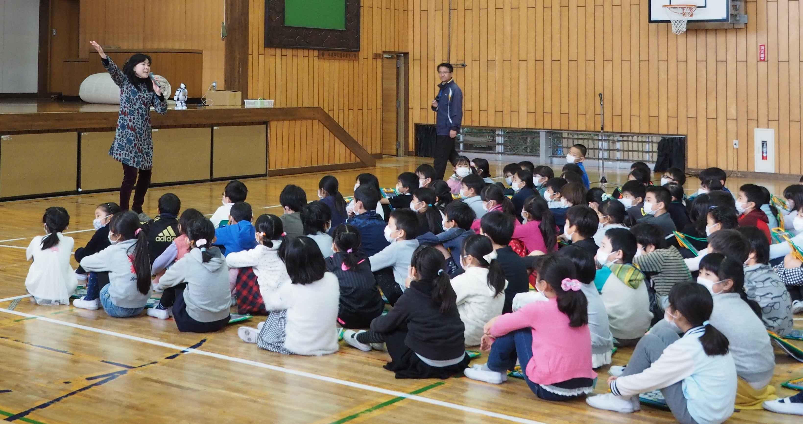 江戸川大学情報文化学科が「サイエンス教室 in 流山市立東小学校」を開催