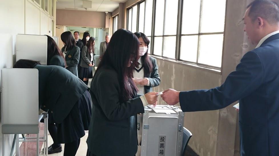 大阪国際大和田高校生徒会が守口市選挙管理委員会の協力で、18歳選挙権の出前講座を1月20日(水)に企画・実施