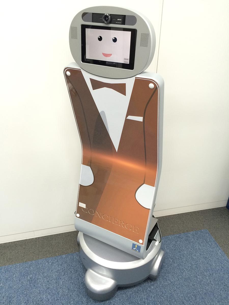 """芝浦工大、産技大、都産技研による研究会がオリンピックでの実証を目指し、""""おもてなしロボット""""のネットワーク連携実験に成功~利用者とのコミュニケーションや、複数台が情報共有しビッグデータを収集"""