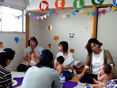 助産師と一緒に -- 藍野大学短期大学部 第二看護学科が「第一回子育て支援講座~親子でリラックス・ベビーマッサージ~」を開催