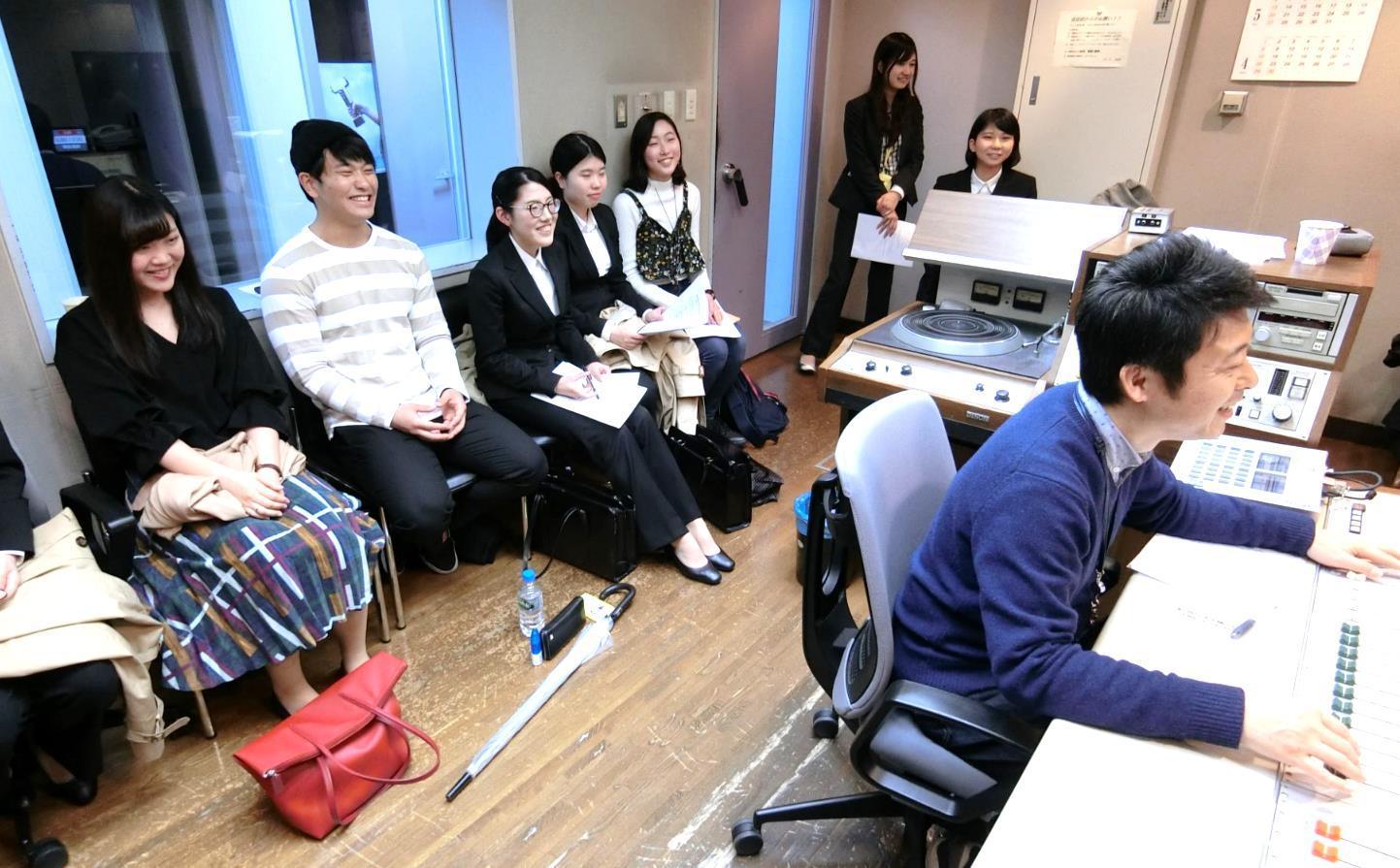 ◆関大生がラジオ放送を通して、関西全域の防災力アップに貢献!◆「安全・安心」を学問領域にする社会安全学部が独自の視点でラジオ番組を企画、社会に情報発信!~2018年4月から2019年3月の1年間 〔全52回〕 ラジオ大阪にて放送~