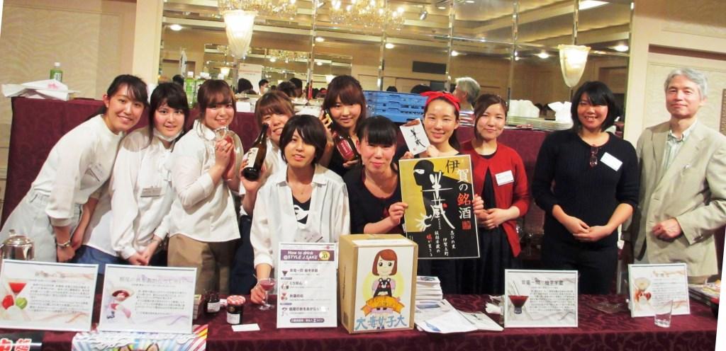 大妻女子大学の学生が日本酒カクテルで新潟県中越地震の被災地を支援 -- イベントでは熊本地震の募金活動も