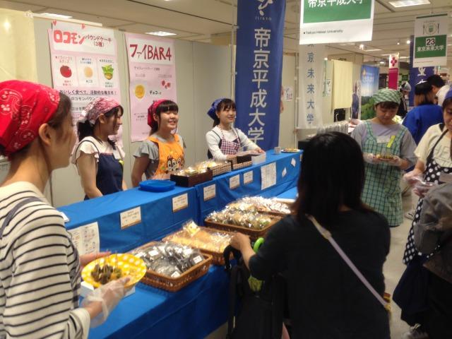 新商品は連日完売 ~新宿高島屋で開催された「第9回 大学は美味しい!!」フェアに出店 -- 帝京平成大学