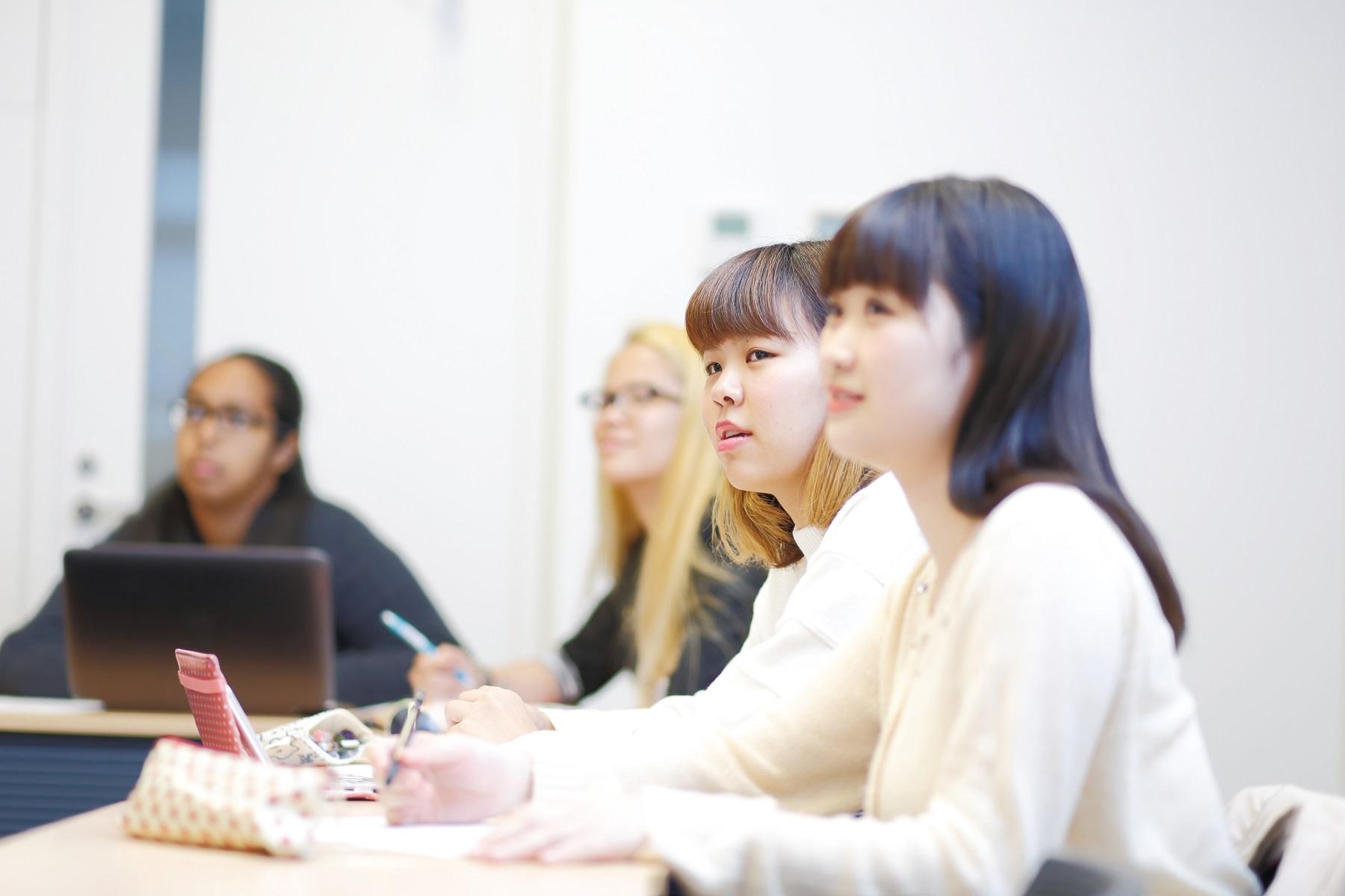 """武蔵大学が人文学部にグローバル・スタディーズコース(GSC)を新設 ~""""英語で""""行う授業と海外留学による単位認定のみで卒業が可能に"""