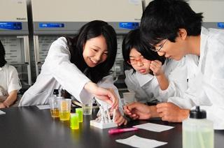 「大学って楽しい!おもしろい!」 -- 関東学院大学が最先端の研究成果を活用した体験学習教室を開催~夏休みの子どもたちの学習を支援