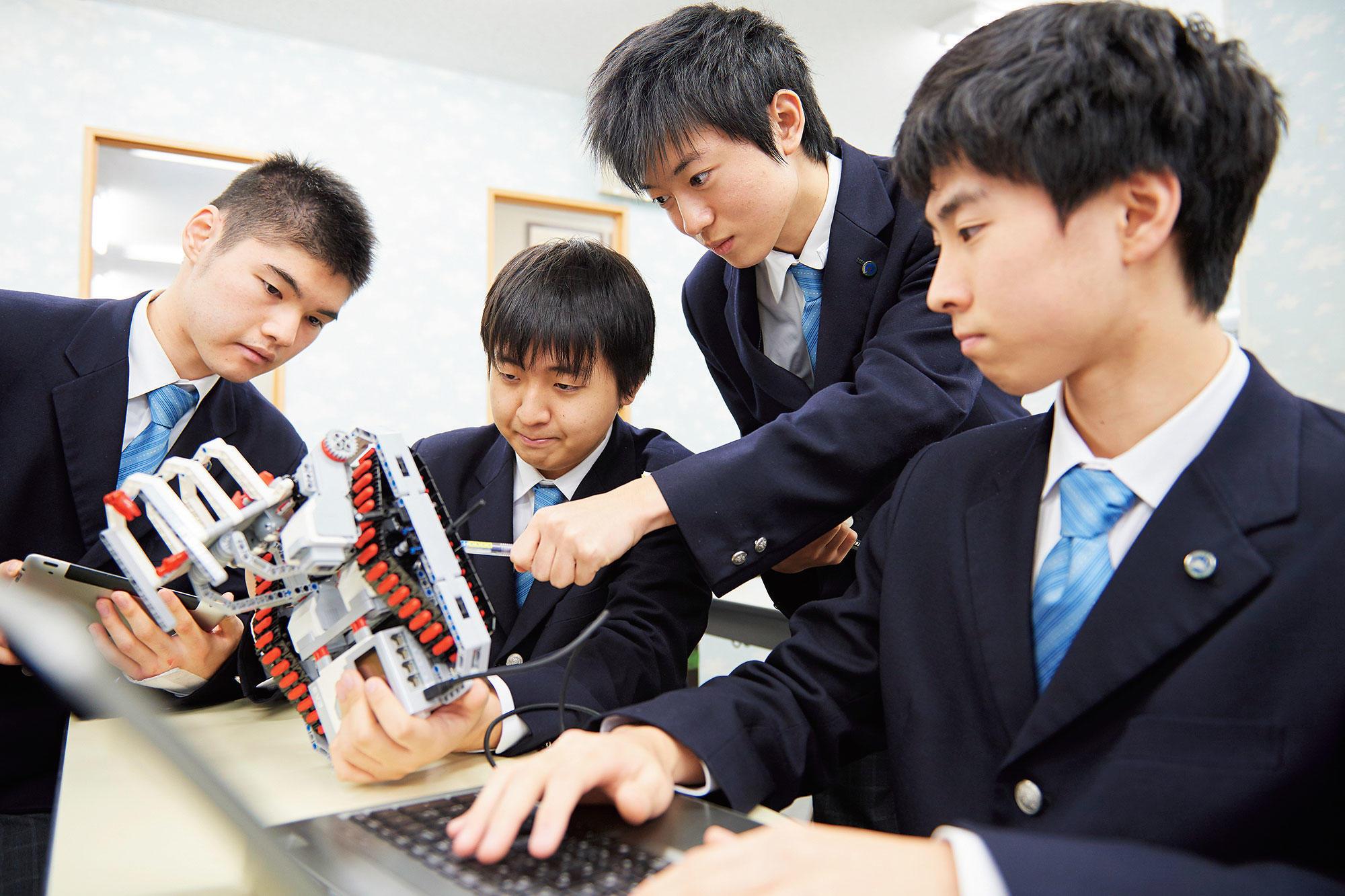 クラーク記念国際高等学校がソニー株式会社と連携し、aiboを題材にした高校生向けロボット授業を実施(産学連携によるロボット教育の現在とこれから)