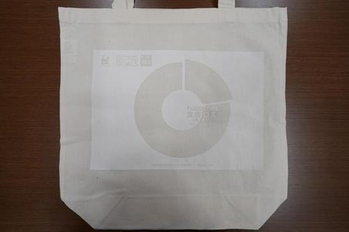 大阪成蹊大学 芸術学部学生が提案した「大阪市東成区のSDGs広報プロモーション案(作品)」のエコバッグとカレンダー&シールが区政で活用されます