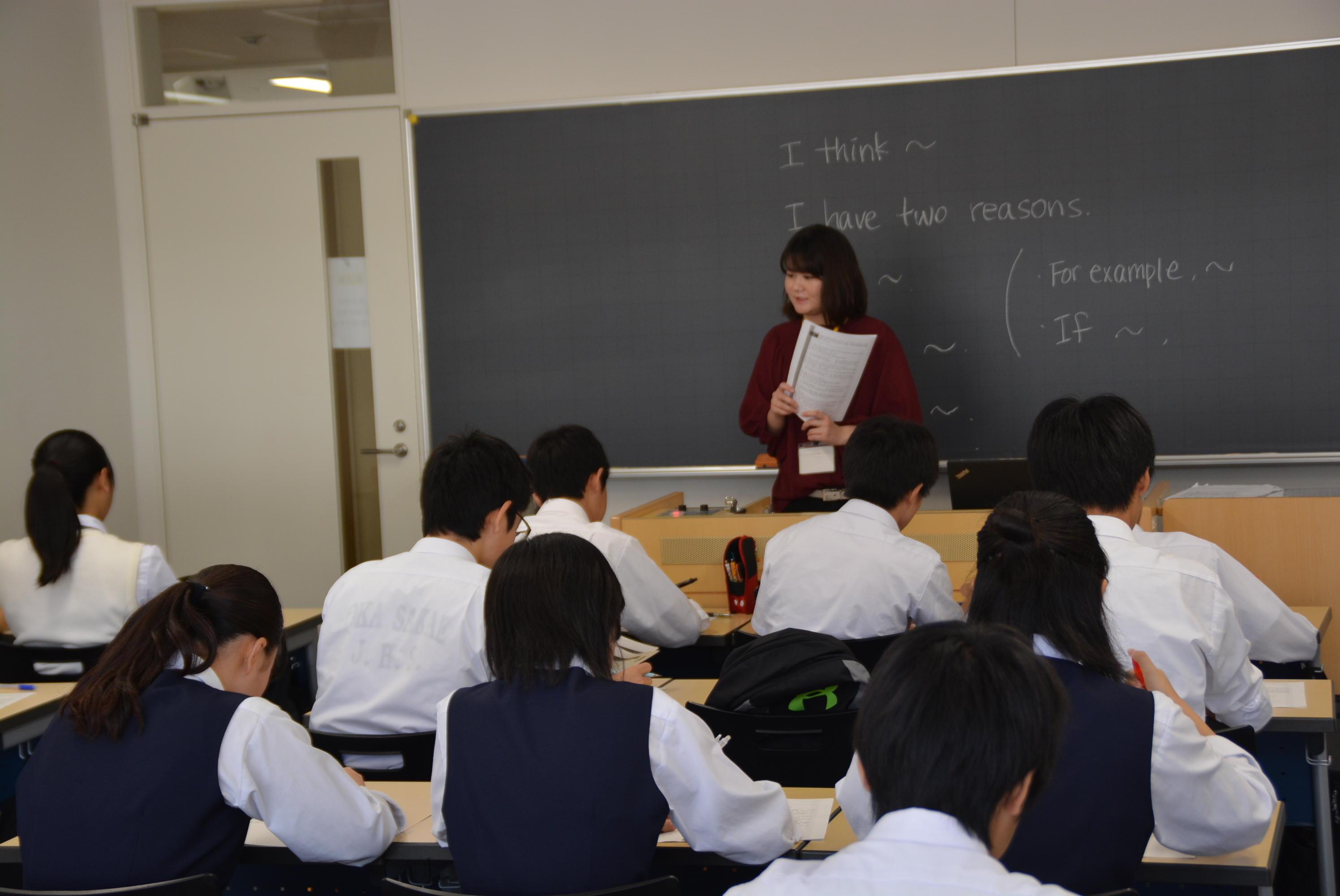 獨協大学で草加市内の中学3年生を対象とした「英語検定試験直前学習会」を開催 -- 教員免許取得を目指す学生らが講師を担当