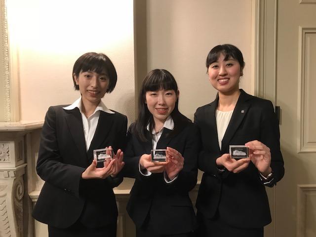 清泉女子大学の学生ガイド有志が旧島津公爵邸の3Dクリスタルペーパーウェイトを作成 -- 学内のショップで販売、竣工100年記念行事の思い出を形に