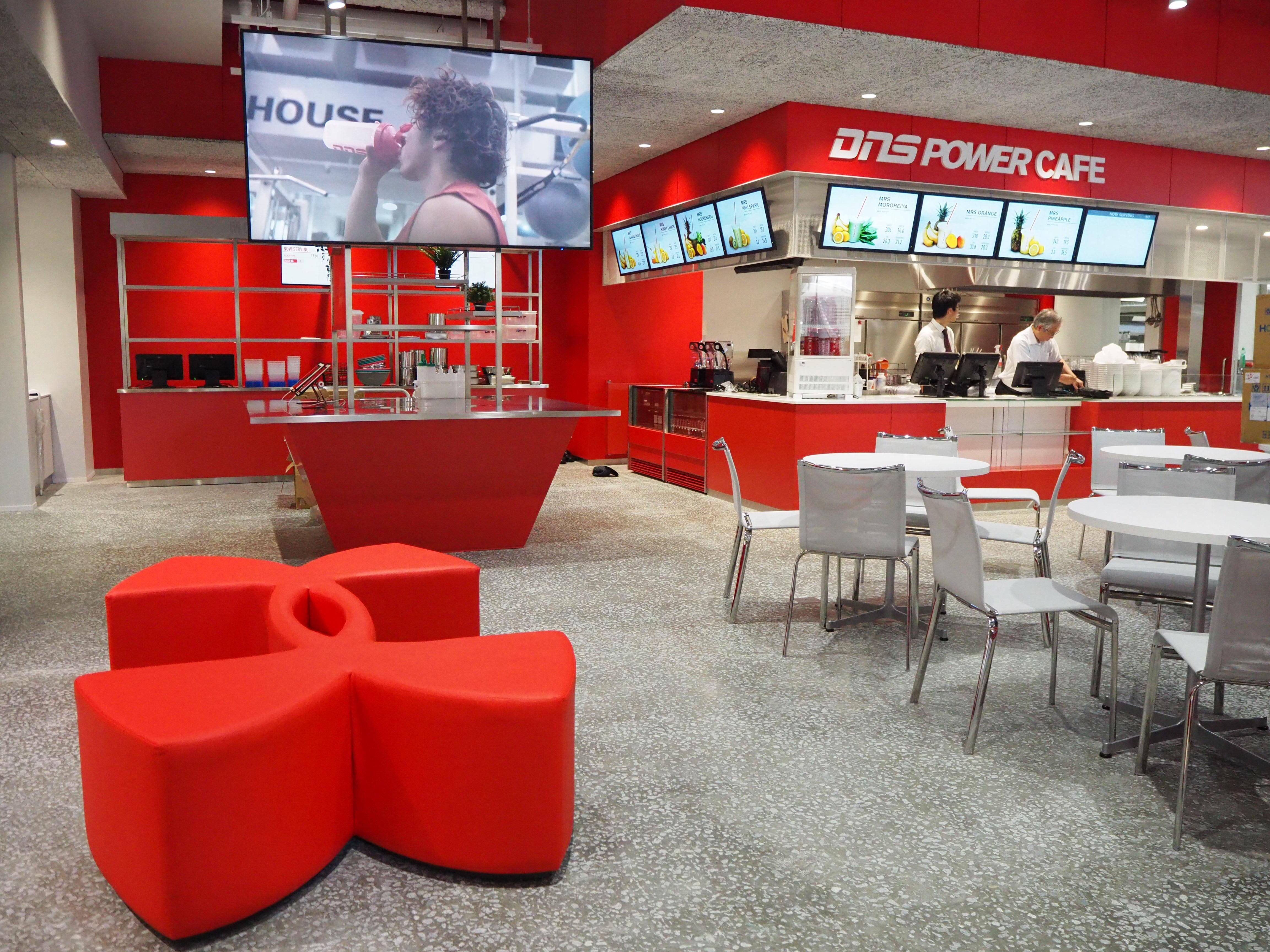 次世代型新食堂 9/12 OPEN! アプリでのカスタマイズ注文やキャッシュレス決済が可能に 米国アンダーアーマーを日本で展開する(株)ドーム監修 日本の大学初 プロテイン入りのメニューも販売