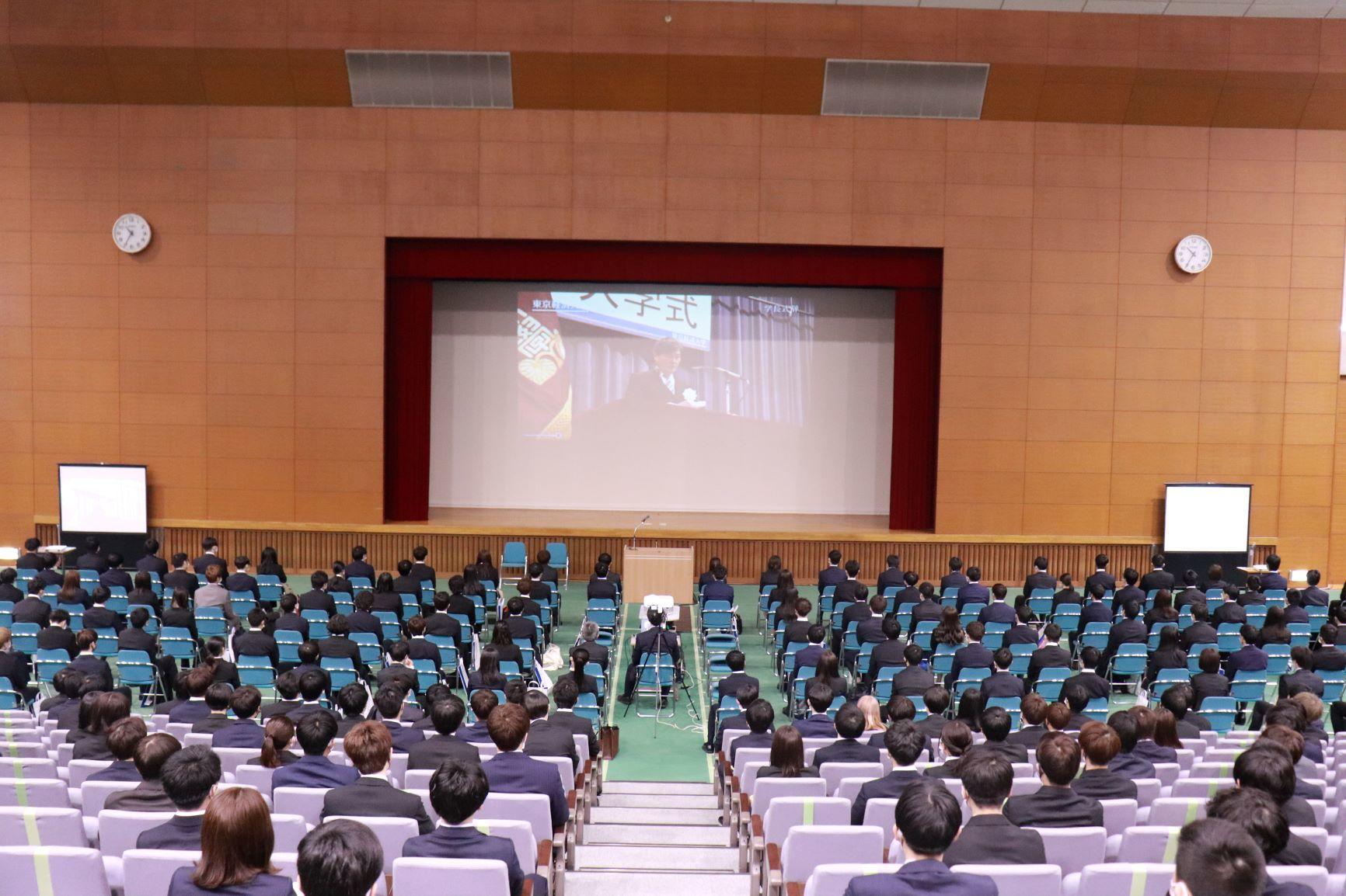 2021年度入学式を挙行。4月10日には、新2年生対象の1年遅れの入学式も -- 東京経済大学