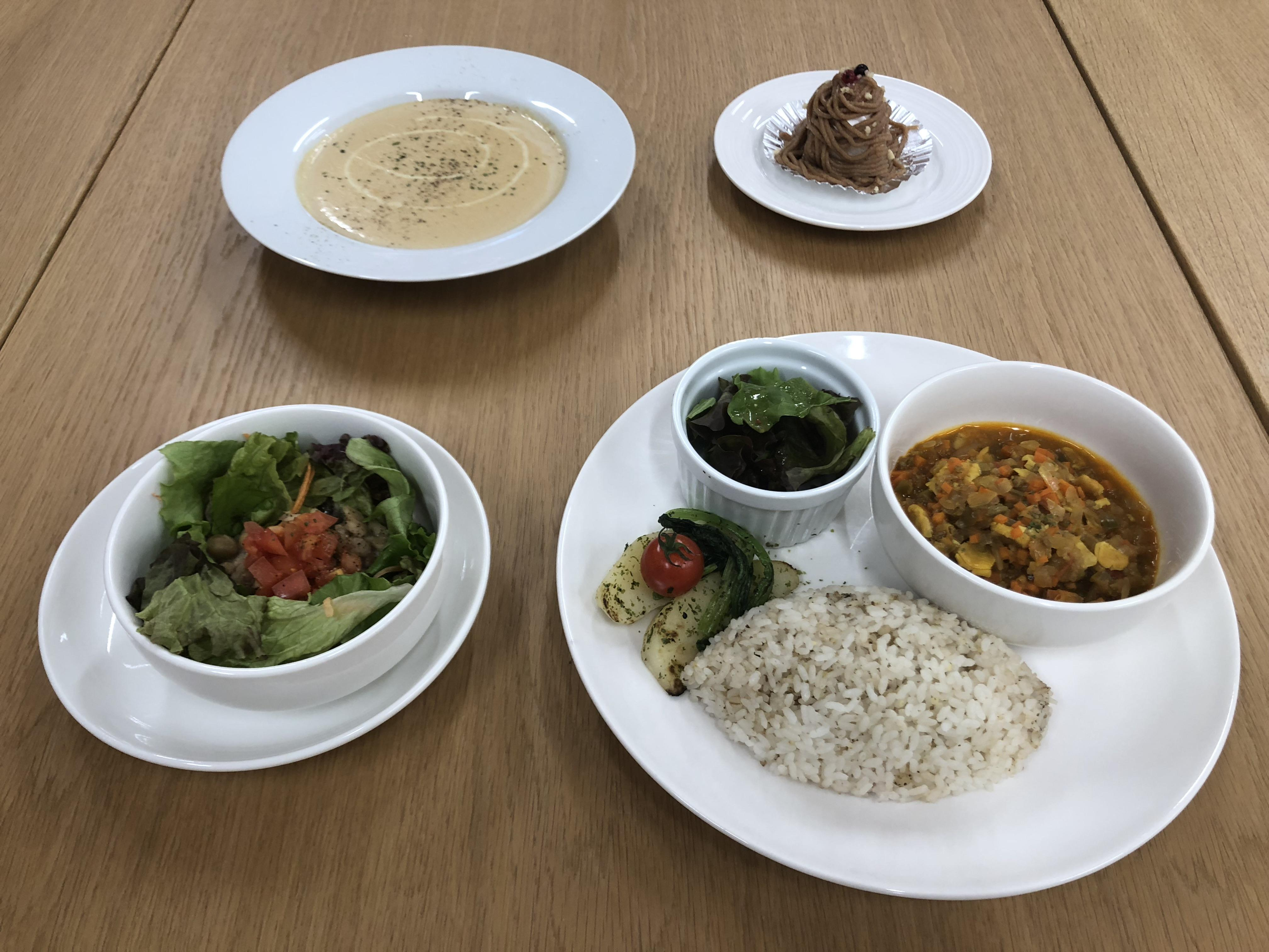 共立女子大学・共立女子短期大学が、福井市との産官学連携により、学生食堂で「打ち豆」を用いたメニューを提供 -- 学生が考案したレシピによる「打ち豆キーマカレー」も登場 --
