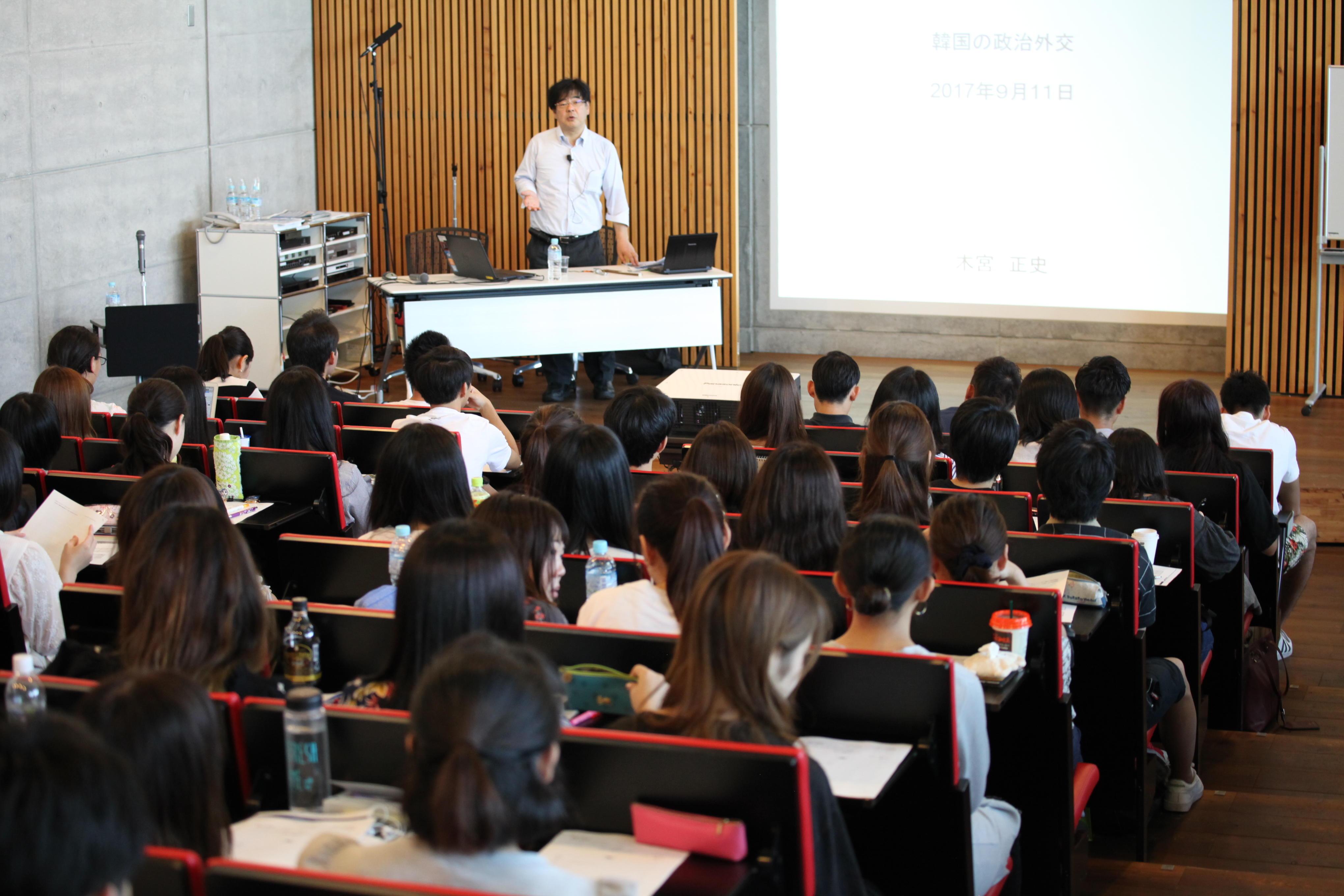 神田外語大学など全国外大連合の学生約100人が平昌での国際競技大会のボランティアとして参加する -- 平昌(ピョンチャン)2018冬季オリンピックに日本から大会ボランティア団体として協力