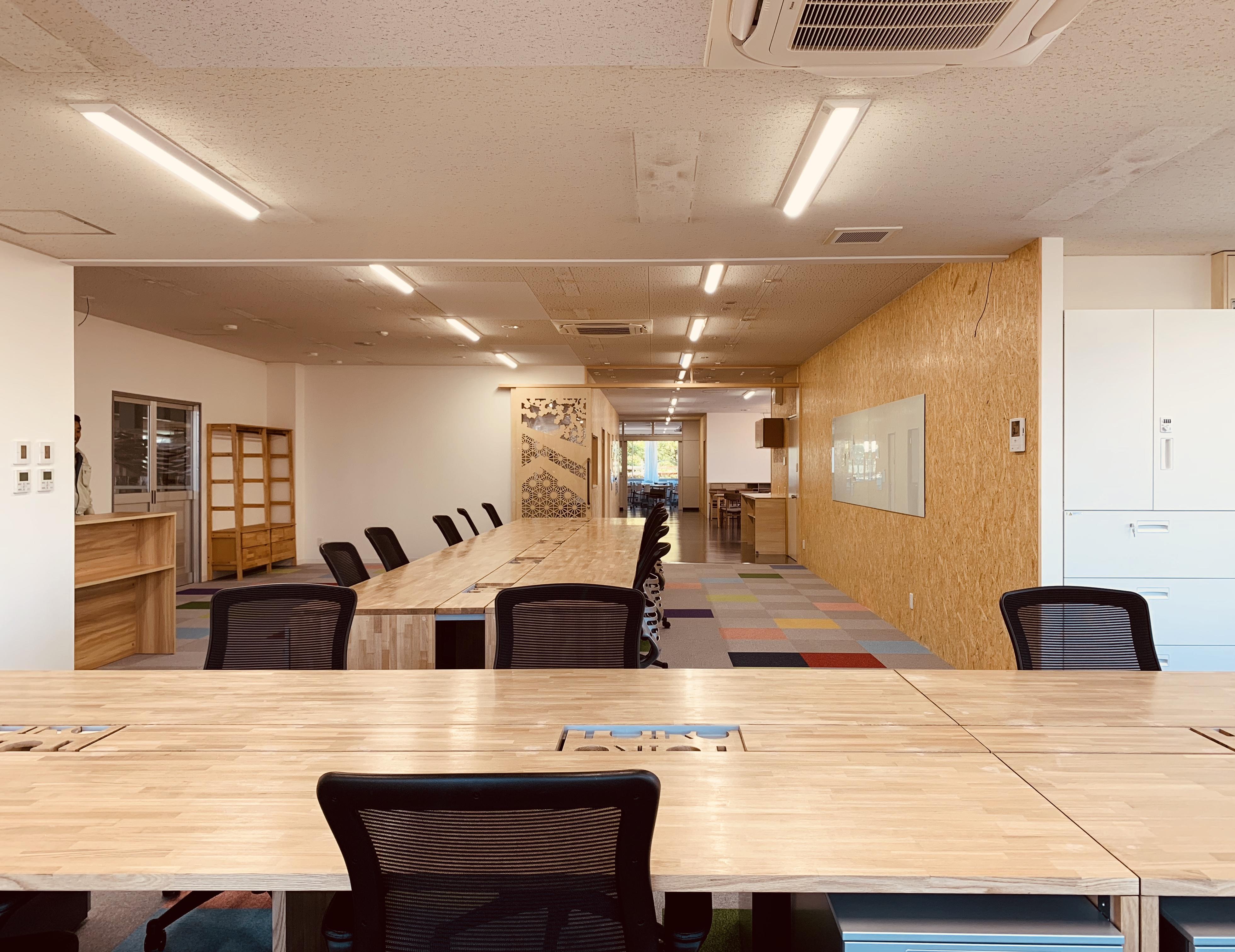 金沢工業大学 Toiroプロジェクトの学生がDIYリノベーションによる個性的なオフィス空間をデザイン。小松電業所総務部オフィスリノベーション内覧会を開催。