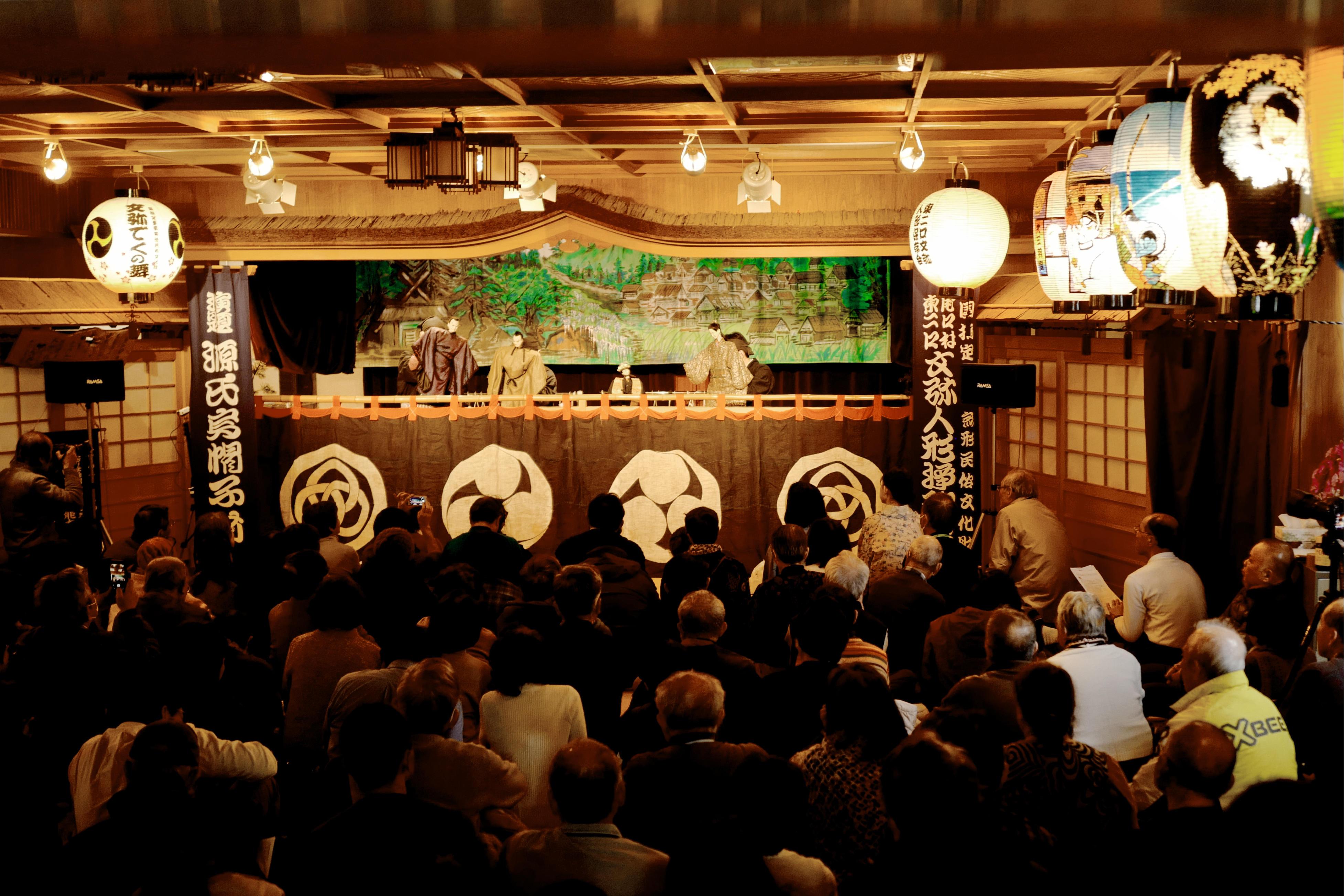 白山市東二口地区に約350年伝承される人形浄瑠璃「でくの舞」。国立文楽劇場での上演に金沢工業大学の学生が参加。