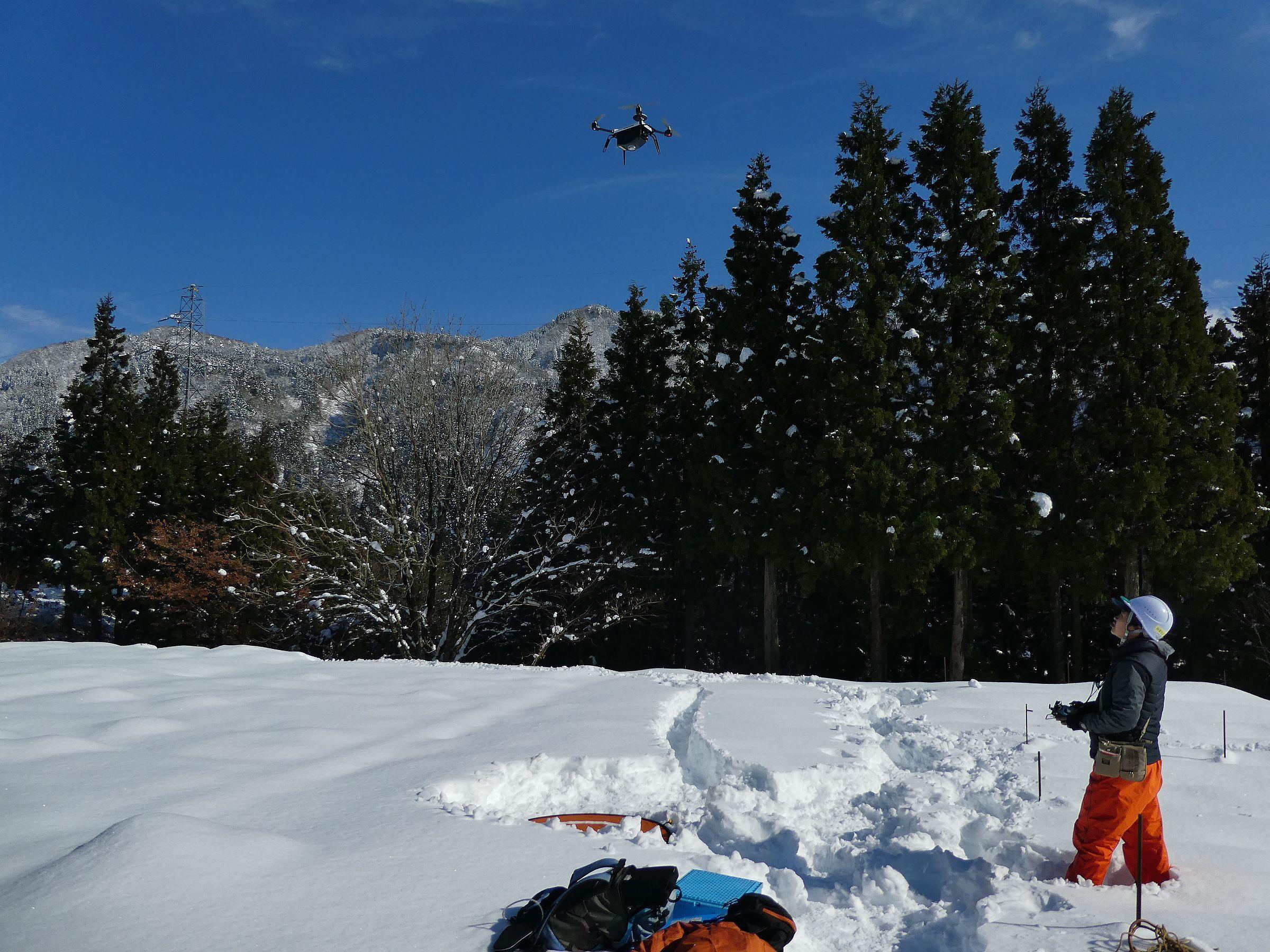 深層学習を用いて無人航空機(UAV)の空中写真データ等から森林境界や材積等を推定。林業の活性化を目指す産官学共同研究を開始。