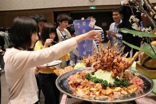 ◆「面倒見の良い大学」へ!関西大学が「新入生歓迎の集い2019」を開催◆~ たこ焼きパーティーや特別バンド演奏で大阪流のおもてなし ~ 学生の学びを支える「学修コンシェルジュ制度」を導入!