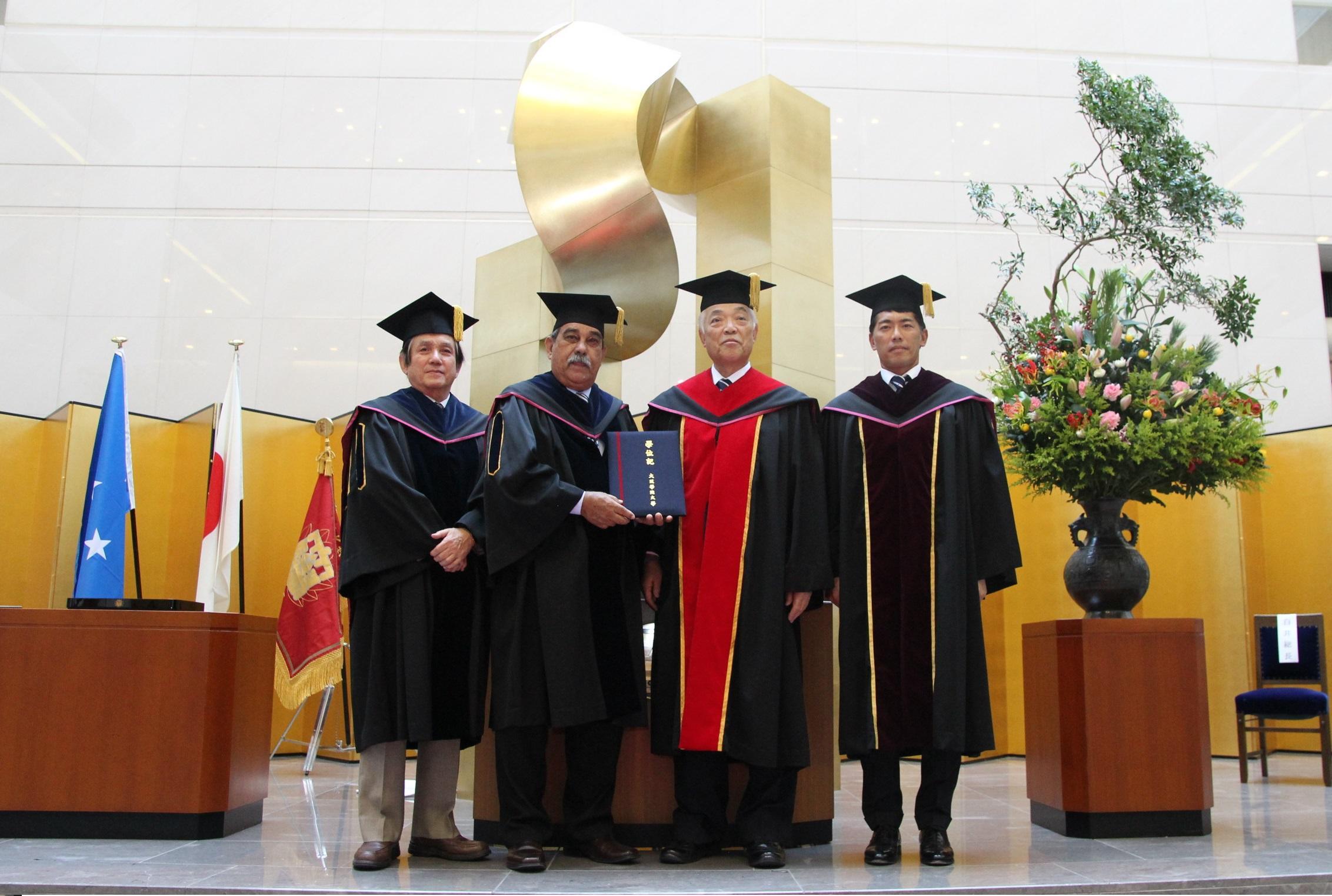 ミクロネシア連邦大統領に名誉学位記を授与 -- 大阪学院大学