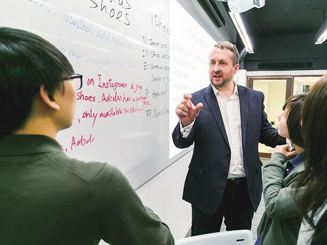 神田外語学院グローバルコミュニケーション科が新たに国際協力コース(仮称)を設置。経済協力、開発援助の現場において、高度な専門性を持って活躍できる人材を育成します。