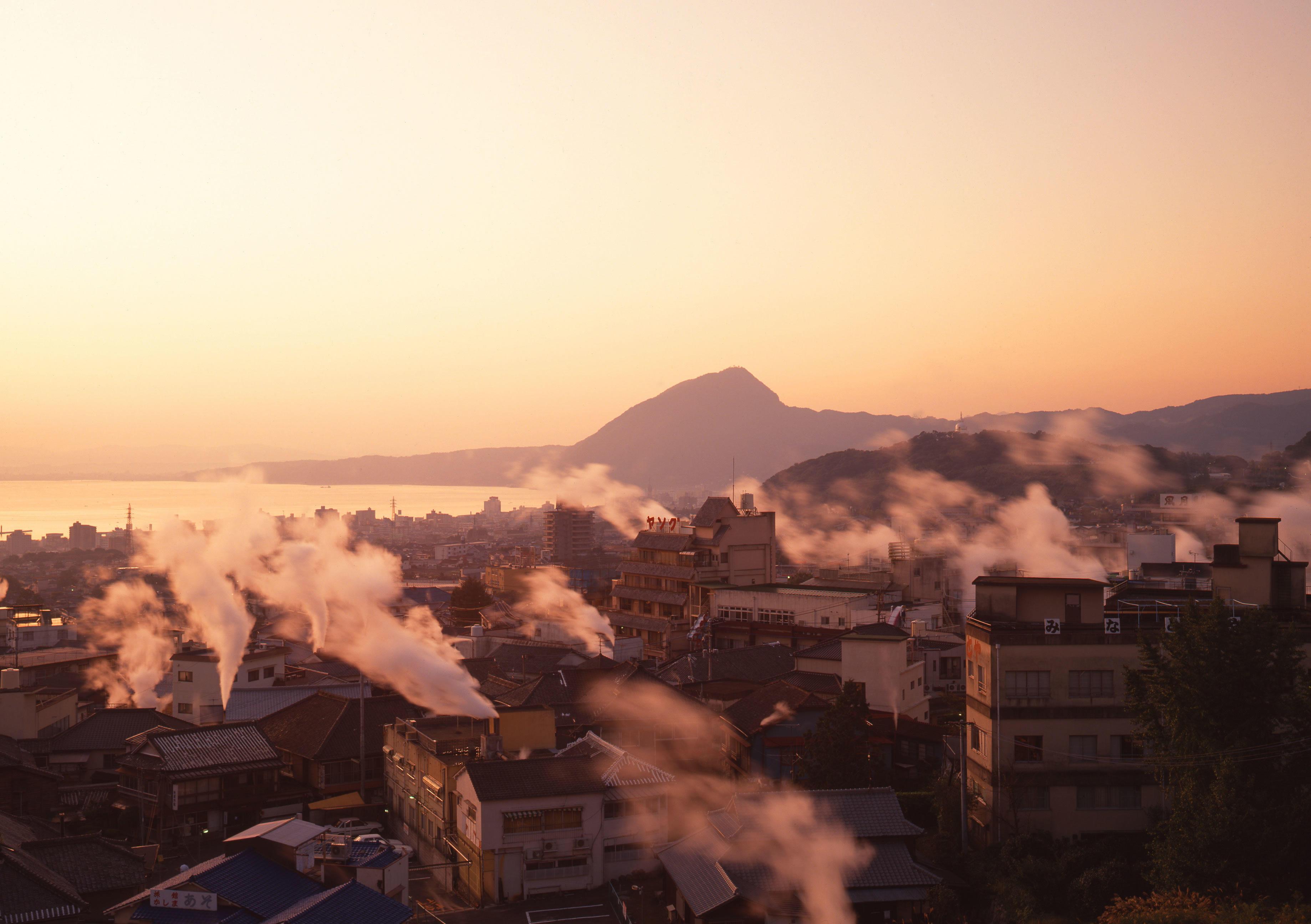 東京都市大学と東海大学がおんせん県職員3,911名を対象とした温泉大規模調査を実施 -- 11分以上の長風呂で「眠れる」と回答する傾向 「ぬるい湯」より「熱い湯」の方が「眠れる」可能性も?