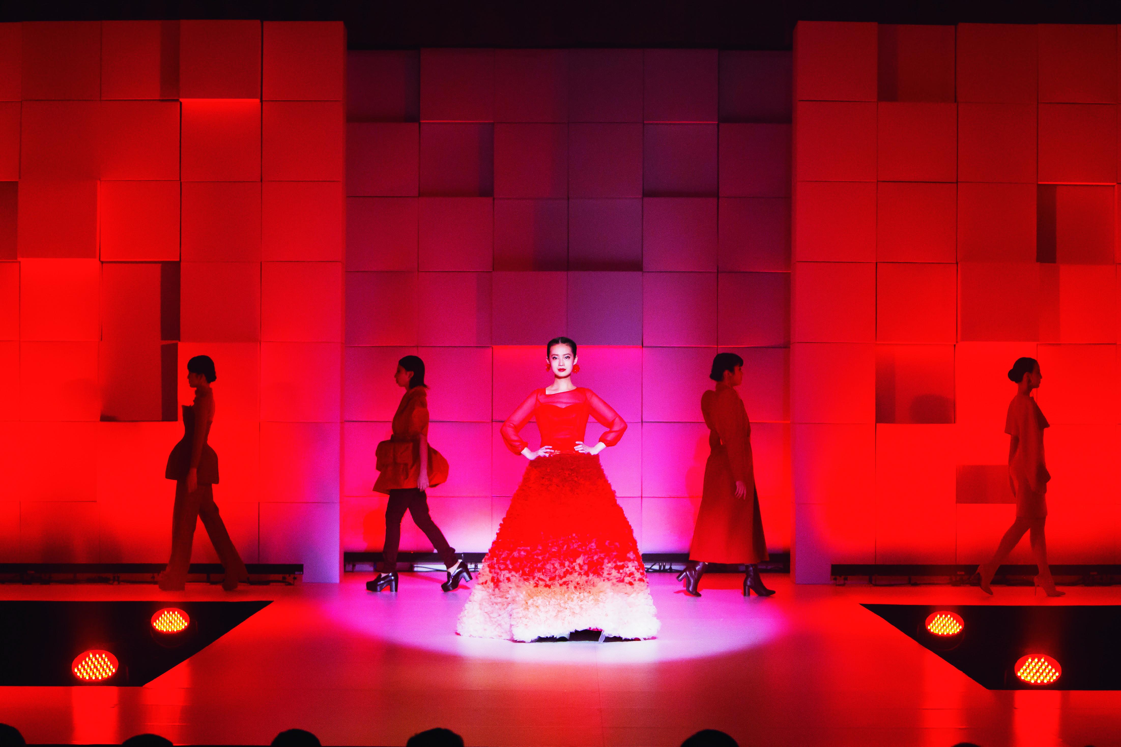 文化学園大学 服装学部服装造形学科がファッションショー『五感』を開催