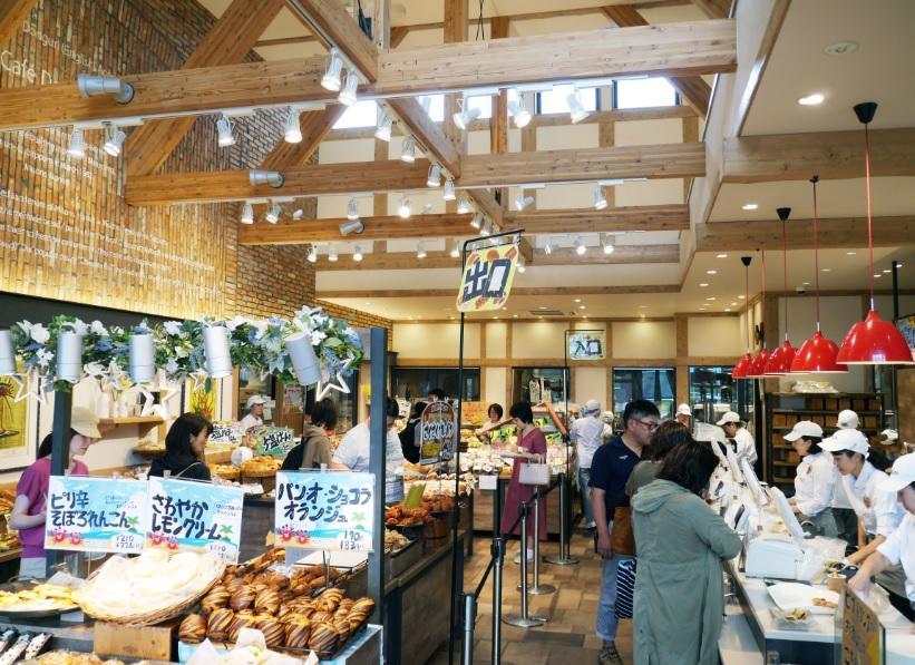 酪農学園大学の学生がパン屋や農家とコラボし地元・江別産の野菜を使ったパンを開発
