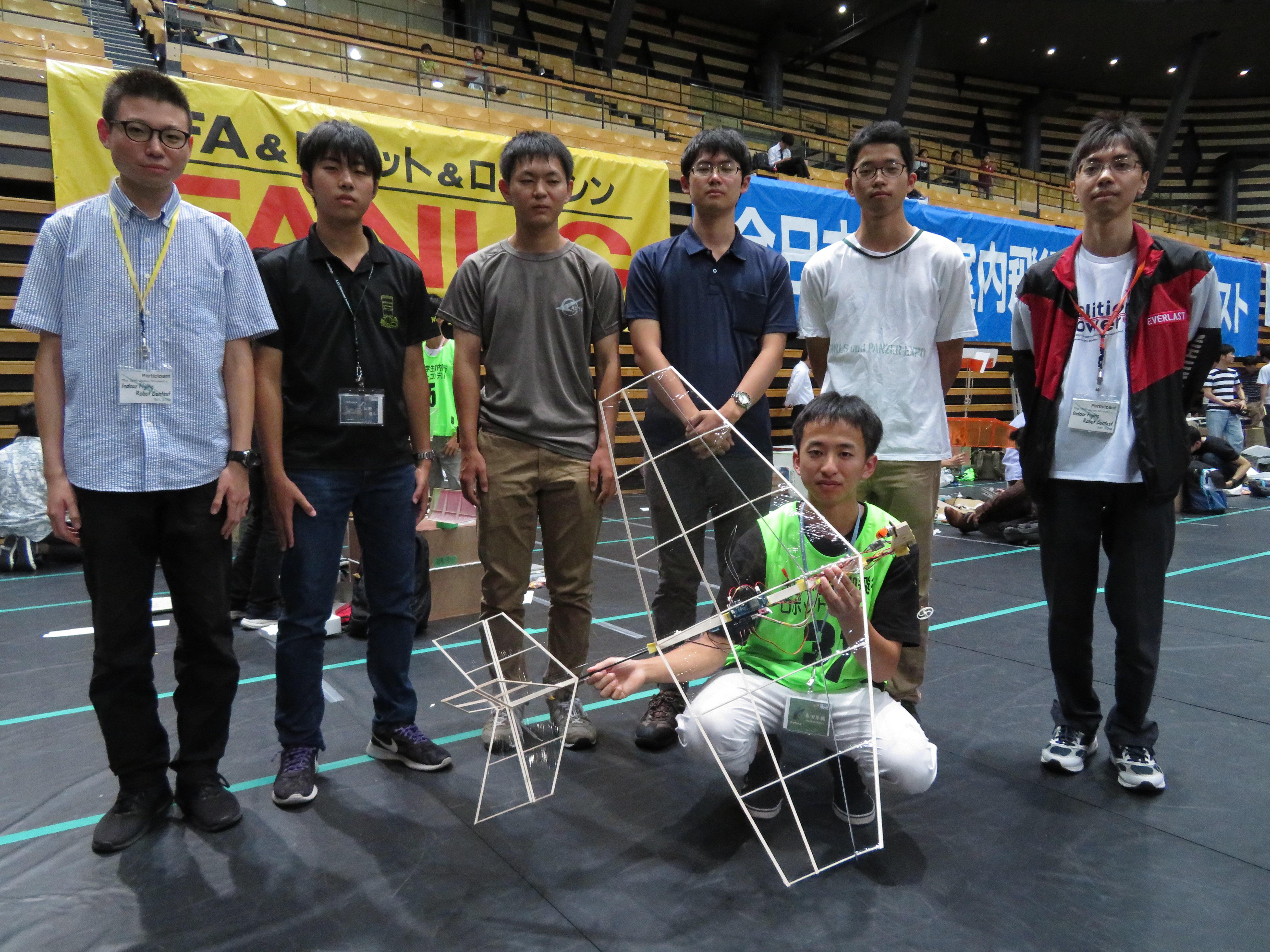 金沢工業大学夢考房小型無人飛行機プロジェクトが自動操縦部門で圧勝。「自動離着陸および自動投下」は大会史上初めて成功の快挙。日本航空宇宙学会主催「第15回全日本学生室内飛行ロボコン」