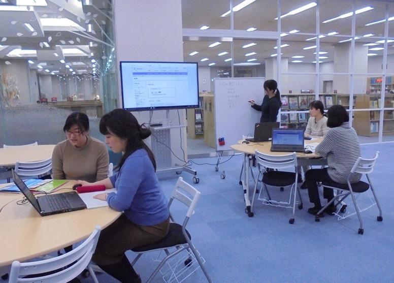 「学びへの誘(いざな)い」が学生の成長を支える -- 東京家政大学のラーニングコモンズ