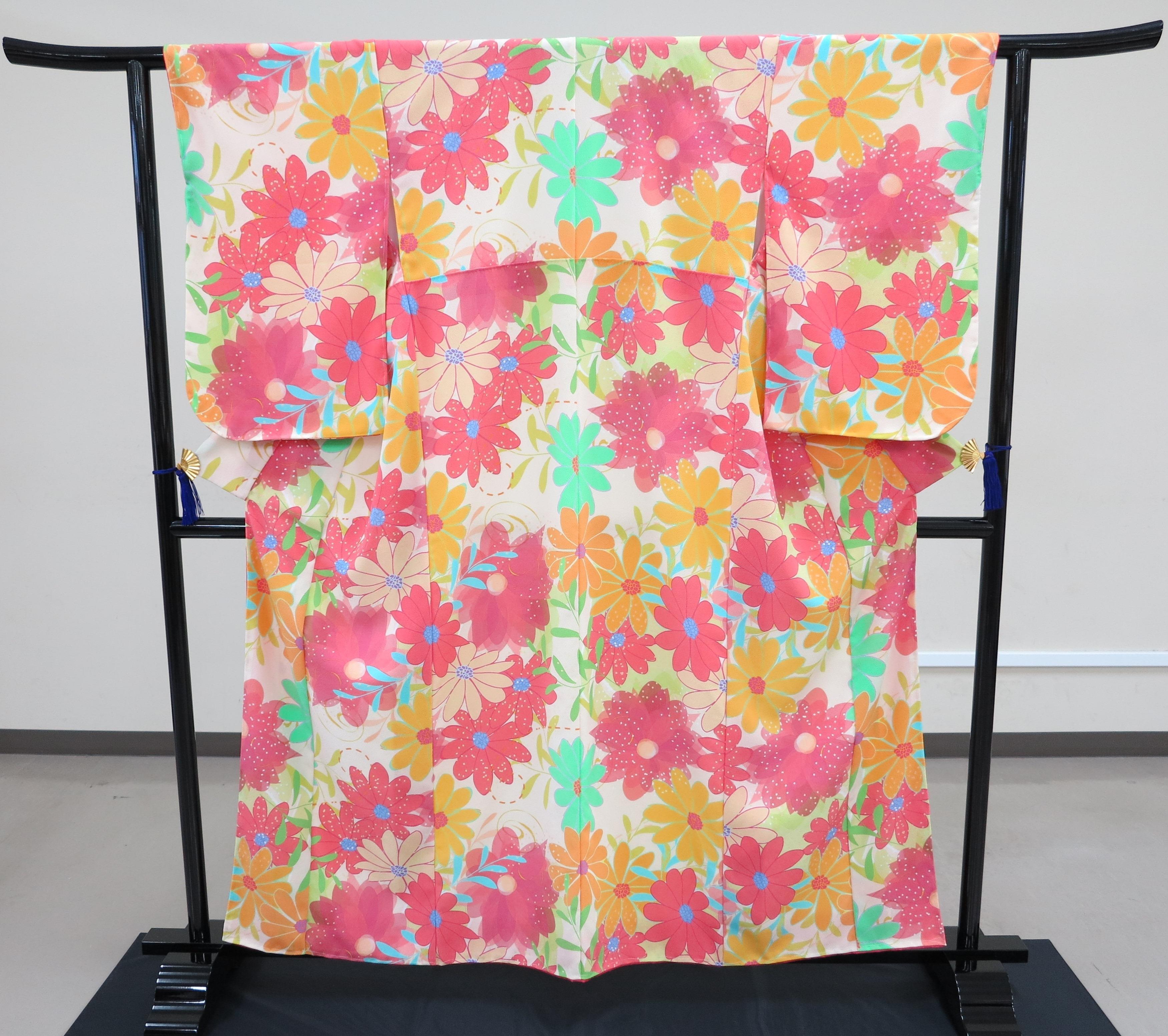 東京家政大学服飾美術学科の卒業研究作品が10月13・14日の「きものサローネin日本橋『学生きもの優秀作品展』」に展示