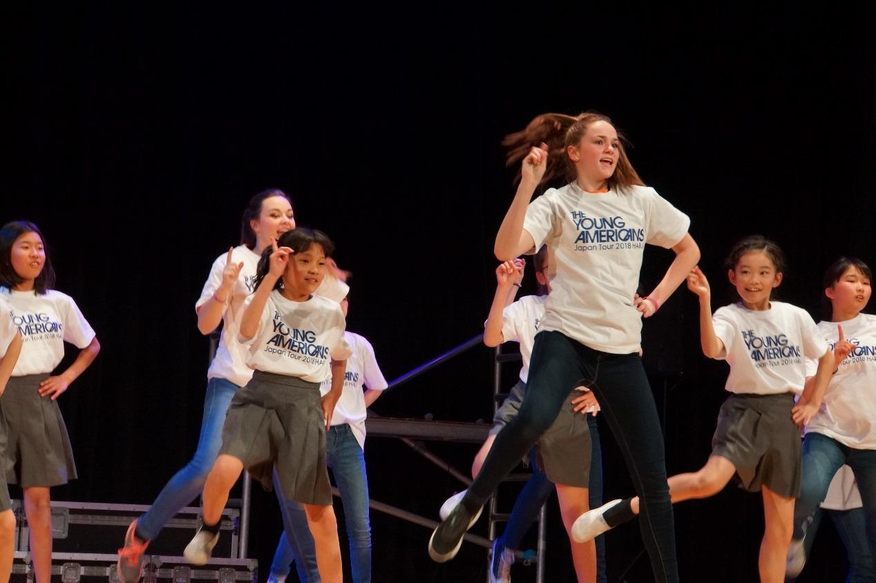 明星学苑が2月19~21日に、音楽と英語を通じて勇気を与えるパフォーマンス「ヤングアメリカンズ」を自校開催 -- 小学生から高校生までが熱のこもった舞台を創作。2月23~25日には府中市内の地域開催も