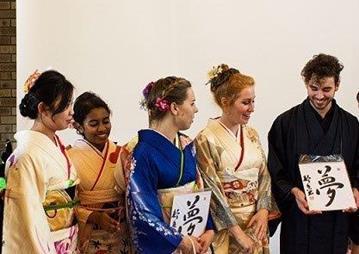 桃山学院大学で「第17回留学生振袖の会」を開催